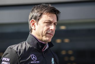 Daimler backs Mercedes to stay in F1